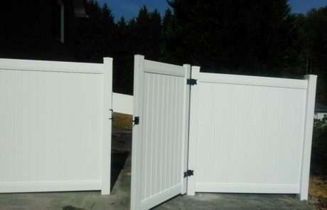 pvc and vinyl fence with swinging gate door