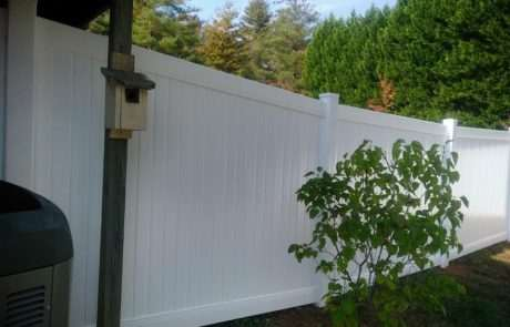 pvc and vinyl fencing with birdhouse