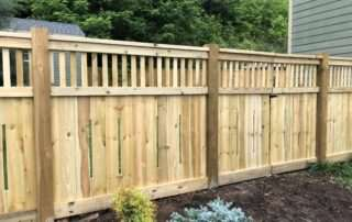 residential-wooden-fence-on-mulch-fencescapes-asheville-nc